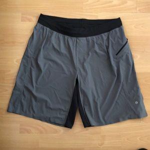 Lululemon atlética shorts